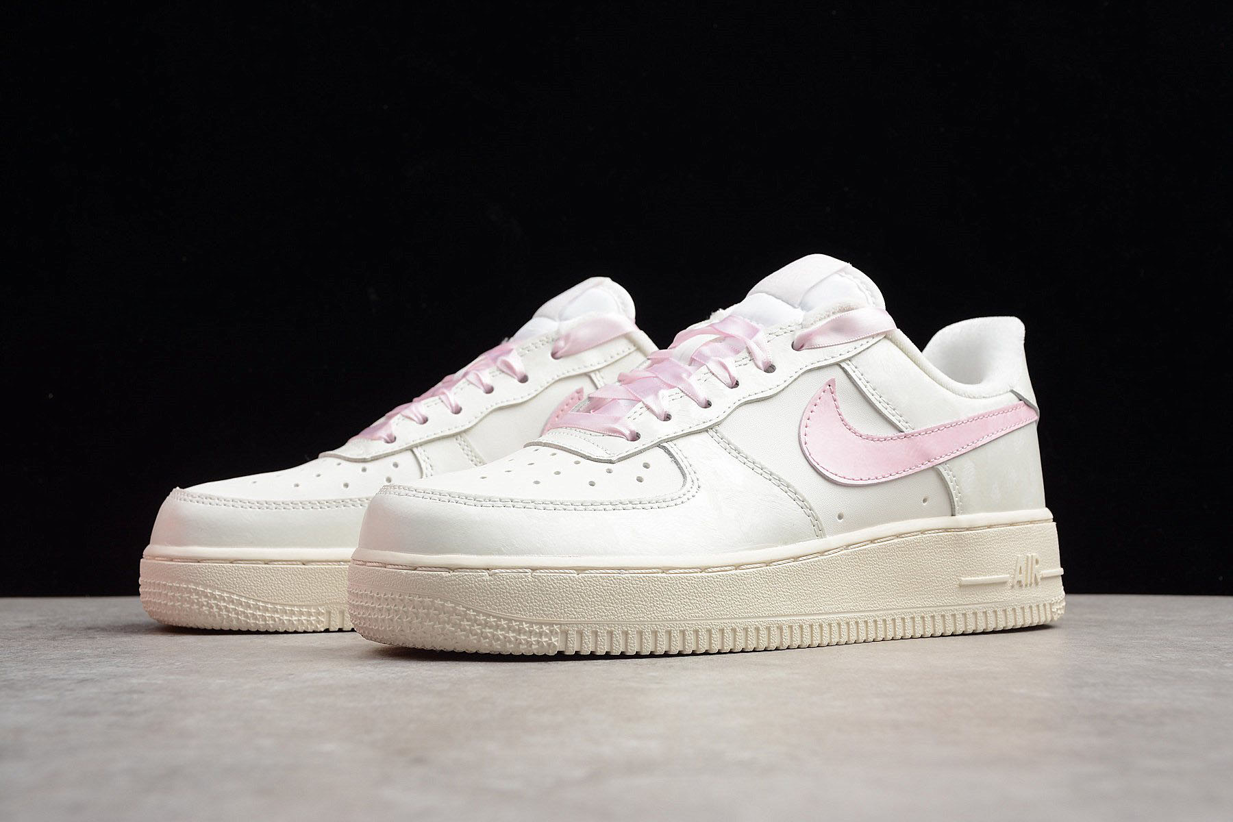 Nike Air Force 1 Flyknit Low shoes pink